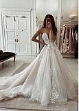 Elegant Tulle Sweetheart Neckline Natural Waistline Ball Gown Wedding Dress With Beaded Lace Appliques