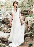Alluring Chiffon Scoop Neckline A-line Wedding Dresses With Lace Appliques